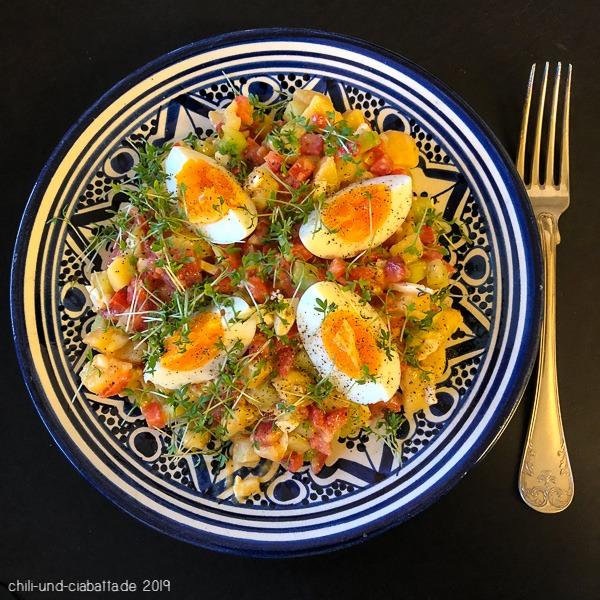 Kartoffelsalat mit Eiern und Joghurt-Dressing