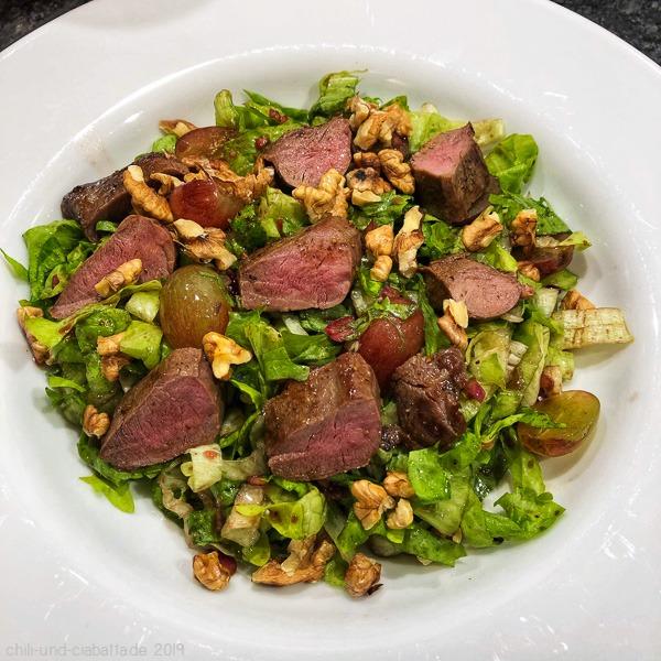 Salat mit REhfilet, Trauben und Nüssen