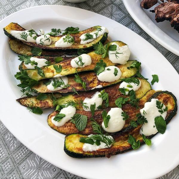 Zucchini mit Knoblauch-Joghurt