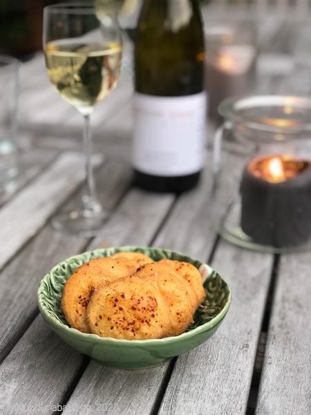 Chili-Käse-Sablés Wein