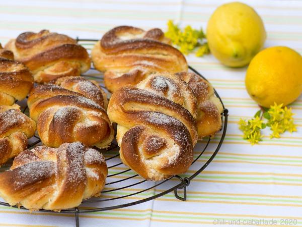 Sockerkringlor mit Zitronenfüllung