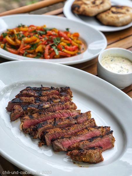 Tandoori-Steak mit Limetten-Mayo-Dip