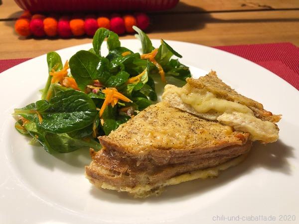 Käseauflauf und Salat