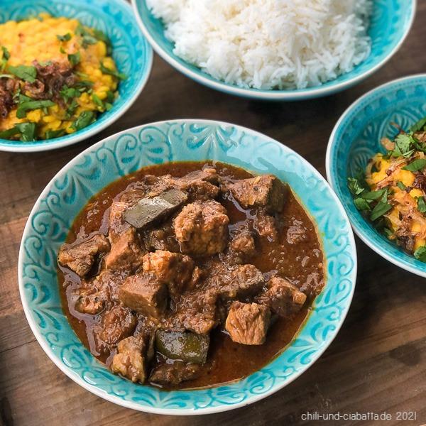 Curry mit Schweinefleisch und Mango Pickles, Dal