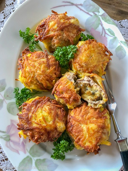 Hähnchen-Bratling mit Pilz-Käse-Füllung