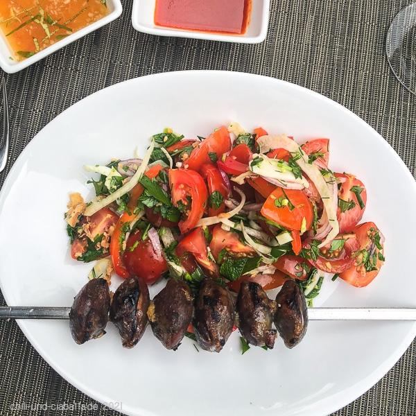 Entenmägen mit Tomatensalat